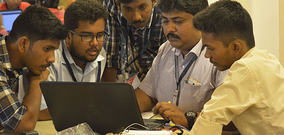 MAKE-A-THON 2018 Participants Interacting With Mentors